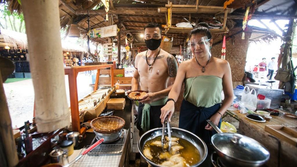 Top-markets-near-Bangkok-to-visit-for-an-authentic-local-Thai-experience-3-Bang-Rachan-Retro-Market