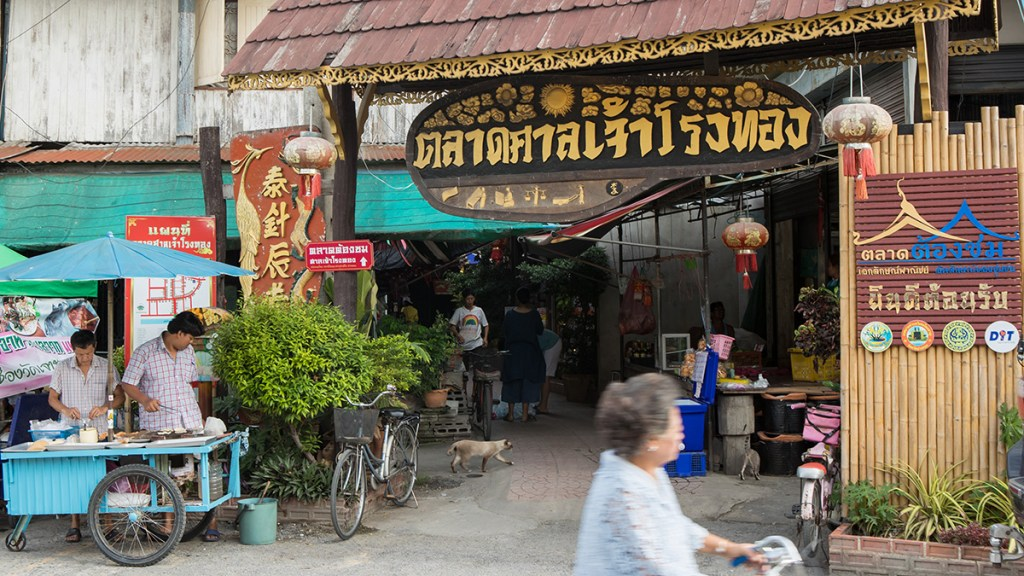 Top-markets-near-Bangkok-to-visit-for-an-authentic-local-Thai-experience-1-San-Chao-Rong-Thong-Market